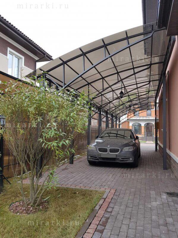 Консольный навес для автомобиля из поликарбоната