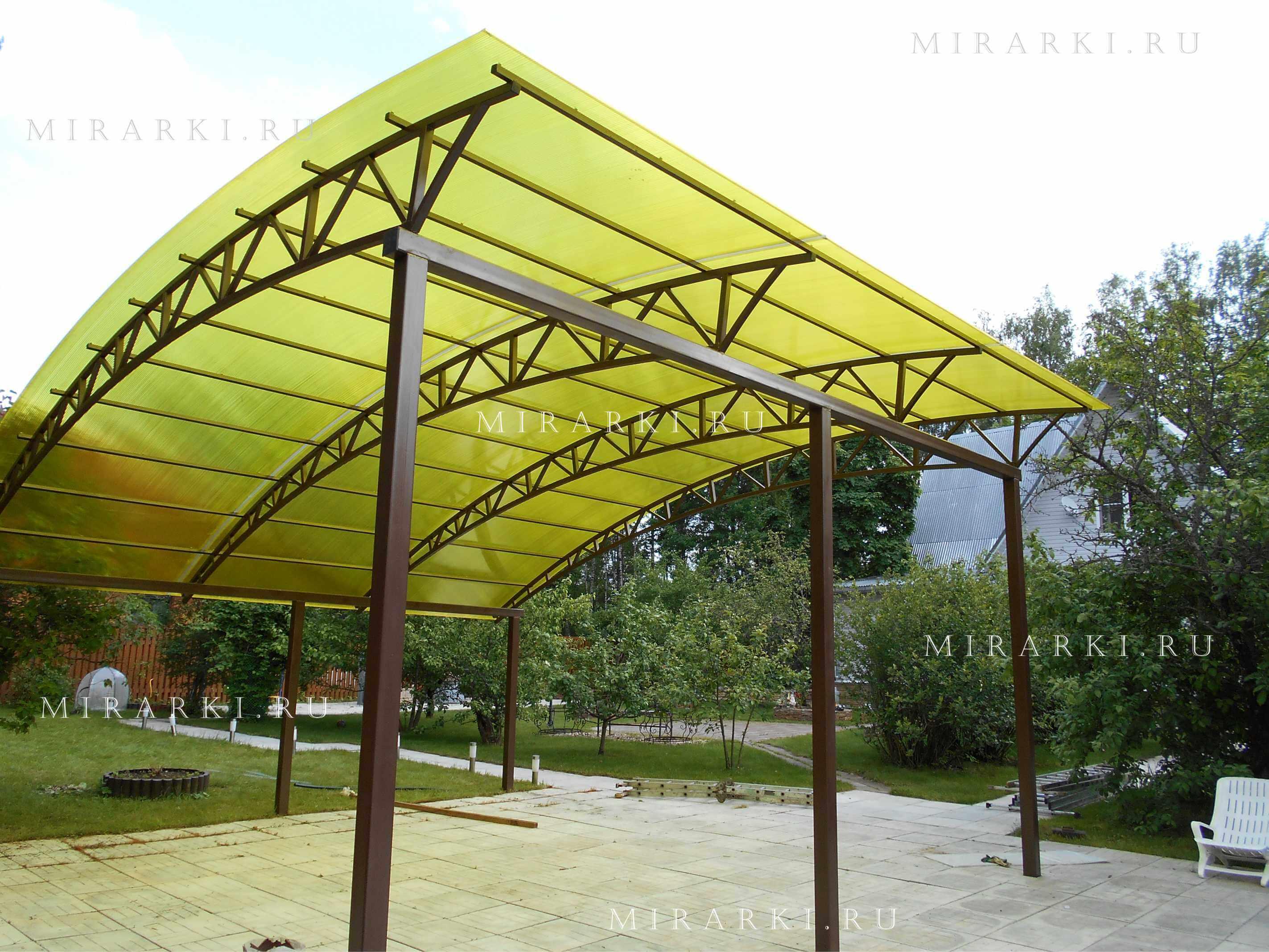 Односкатный арочный навес из поликарбоната